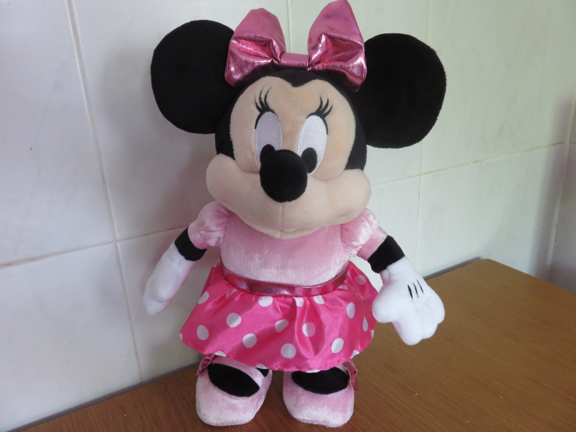 Minnie Mouse Chatting