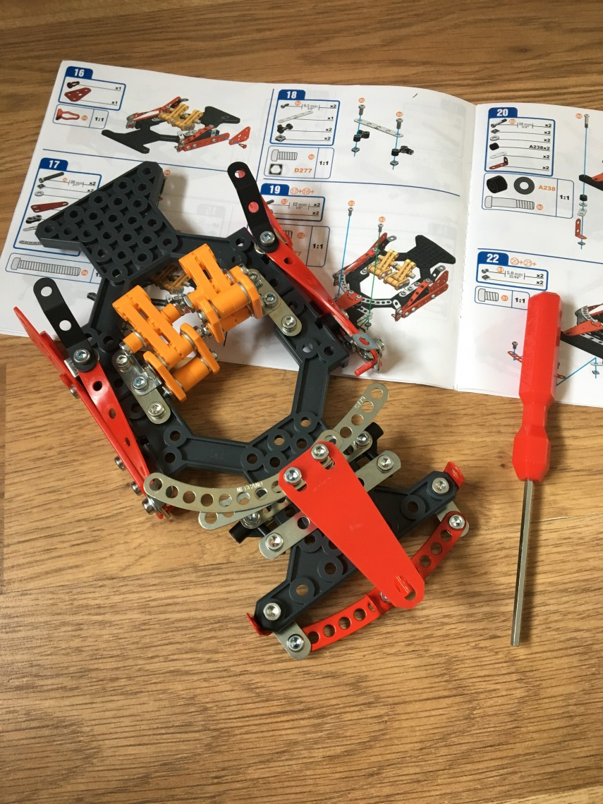 Building MECCANO FERRARI 488 SPIDER Instructions