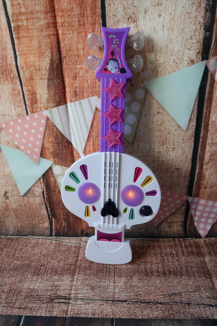 Vampirina Spookylele and Gloves