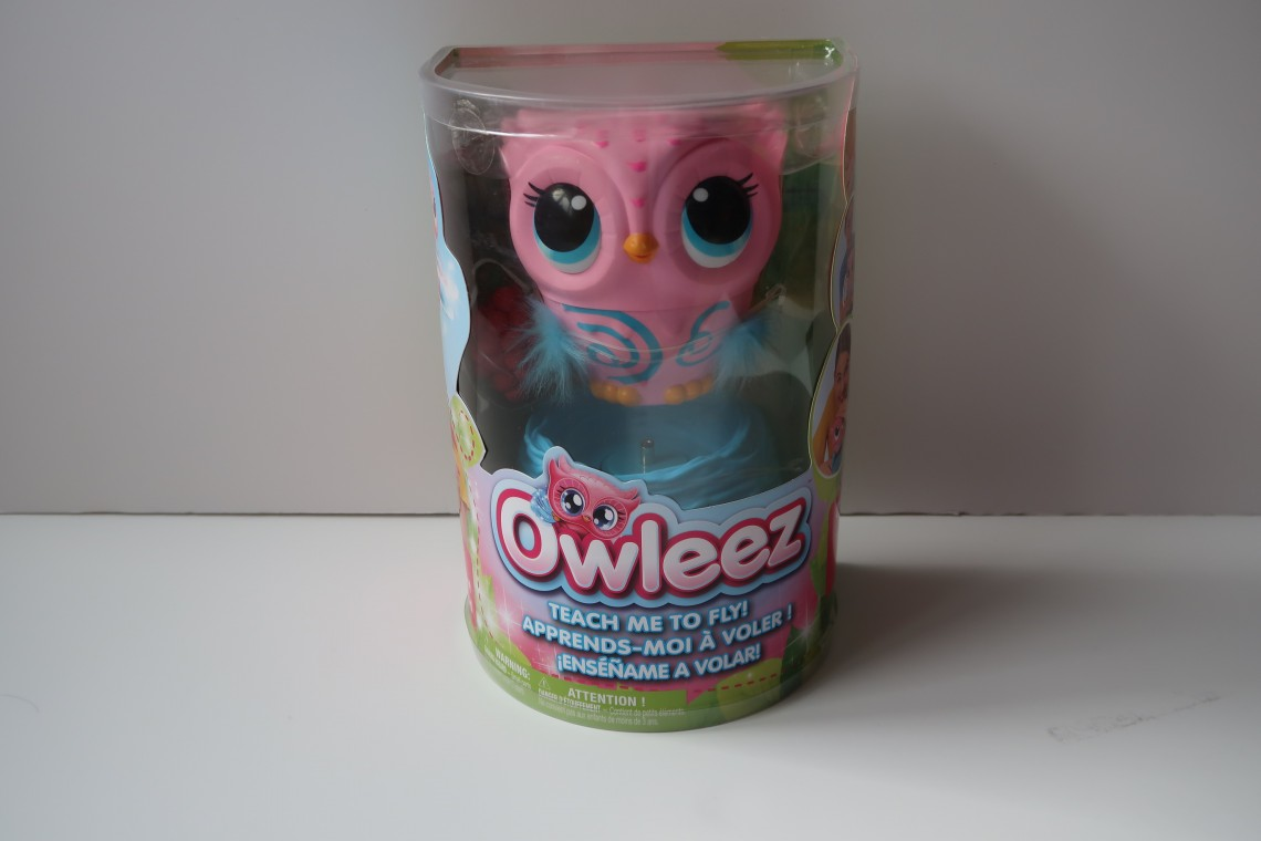 Owleez - The Interactive Flying Owl